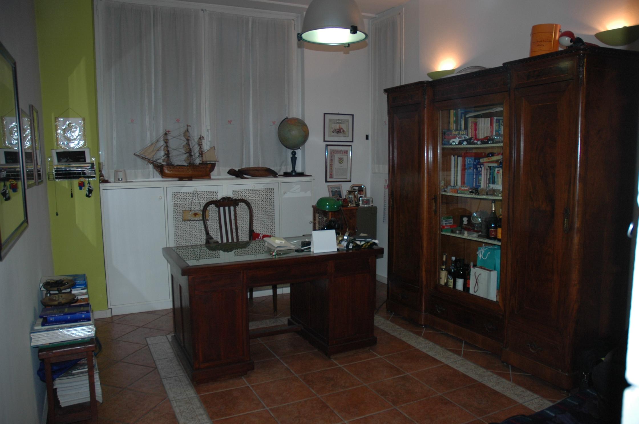 VIA AGORDAT VENDESI SHOW ROOM DI AMPIA METRATURA CON MAGAZZINO E BOX